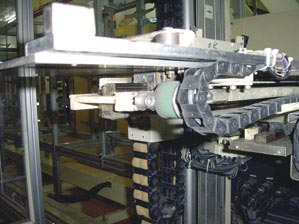 Continuous-flex cable on stacking unit for phosphorous screens